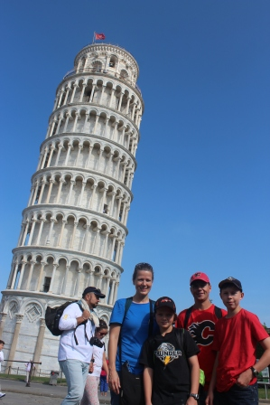Quick stop at Pisa to see the leaning tower.